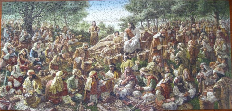 It is unusual for an artist portraying Christ's feeding of the 5000 to try to show the enormity of the crowd, much less individuals in it. But that's exactly what works here, because this is a jigsaw puzzle. The individuals - their faces, hair, clothes - provide the clues for solving the puzzle, as well as the shape of the pieces. (picstopin)