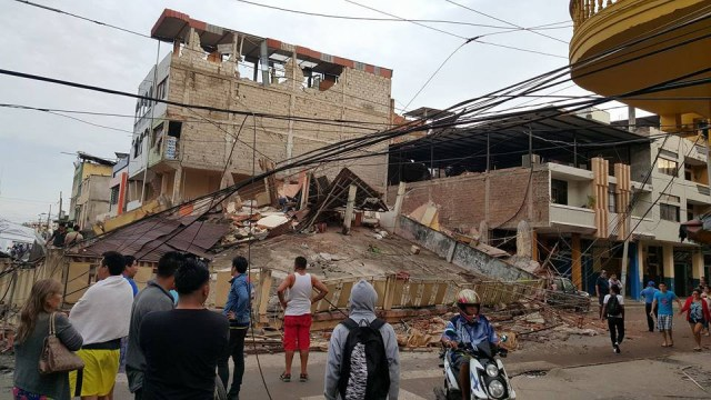 Earthquake damage in Portoviejo, Ecuador. The Episcopal bishop there, Alfredo Morante of the Diocese of Litoral Ecuador, reports that his churches and people there survived intact, but 48 Episcopalians' homes were damaged or destroyed. (Jairo Chiran via Episcopal News Service)
