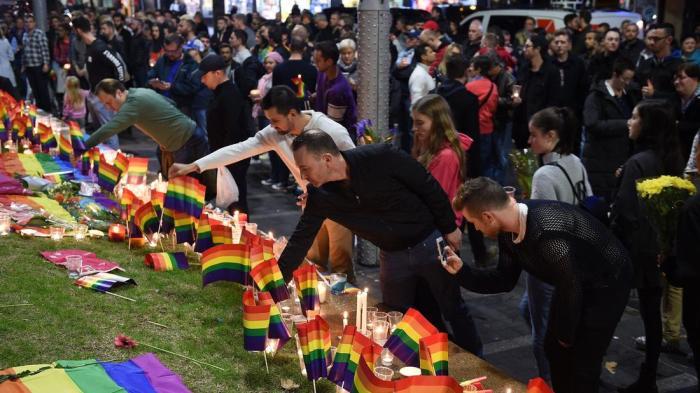 Orlando memorial at Taylor Square, Sydney. (Dan Himbrechts/European Pressphoto)