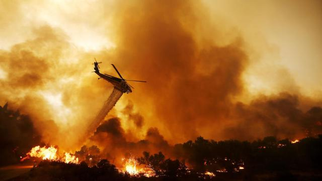 Fire raging Sunday night in the Santa Clarita Valley of Southern California: one dead, 10,000 homes evacuated, 33,000 acres burned. (Luis Sinco/Los Angeles Times)