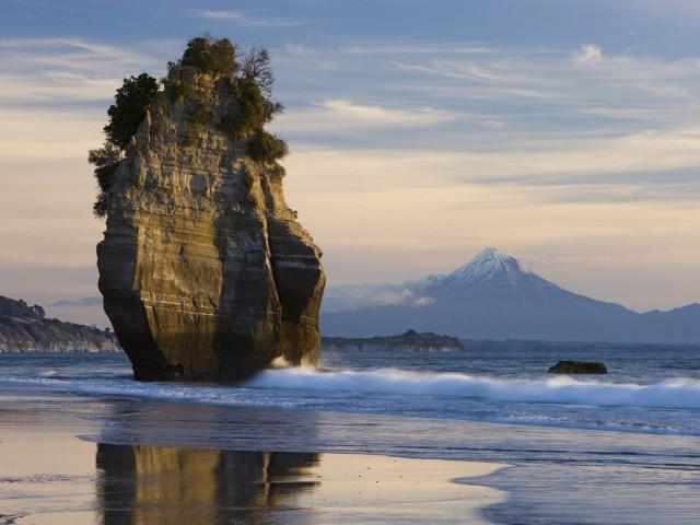 Sea stack and Mt. Taranaki, New Zealand (sturesearch.ch)