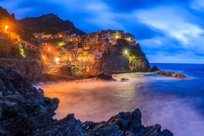 City on a hill: Manarola, La Spezia, Italy. (Fabian84 on boredpanda)